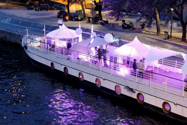 vous souhaitez clbrer votre mariage dans un lieu atypique ou tout simplement le romantisme dun bateau pour y fter bord dune pnicheun yacht sur la - Peniche Mariage Paris