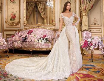 Confidence mariage Paris: En toute confidence dans notre collection,la robe de vos rêve n'attend que vous