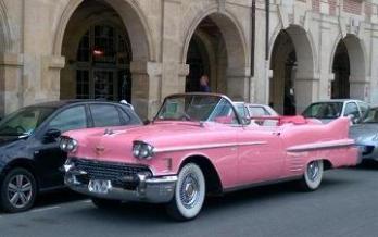 Location voiture mariage Paris - Cady Cruise - vous propose sa flotte de Cadillac de collection, dont une sublime Cadillac rose pour mariage parmi tous ces modèles à découvrir.